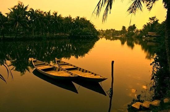 عکس زیبا از نمای غروب آفتاب بر رودخانه