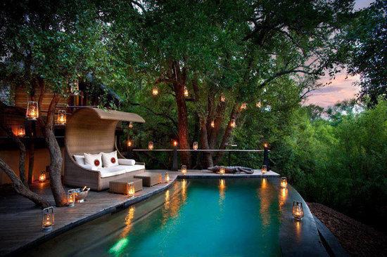 عکس خانه ی زیبا با استخر و نمای جالب