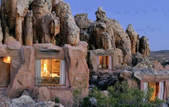 خانه ی جالب در دل سنگواره ها
