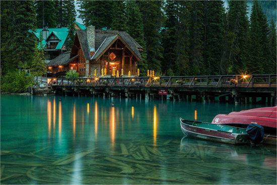عکس خانه ی جالب و بکر در میان رود