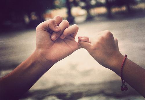 عکس دست دختر و پسر در دست هم تصاویر عاشقانه
